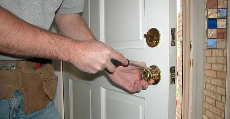 How much does a locksmith service cost?